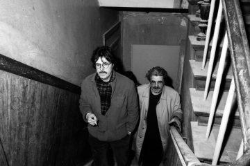 Gerd Wartenberg (l.) und der Architekt Hardt-Waltherr Hämer unterwegs in Kreuzberg. Foto: Ulrich Horb
